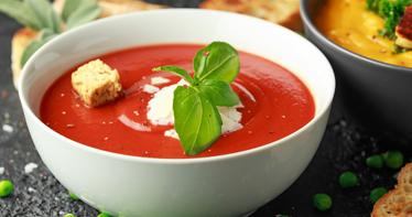 Rajská polévka z rajčat z konzervy